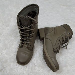 Guess taupe lace combat boots style size 8m